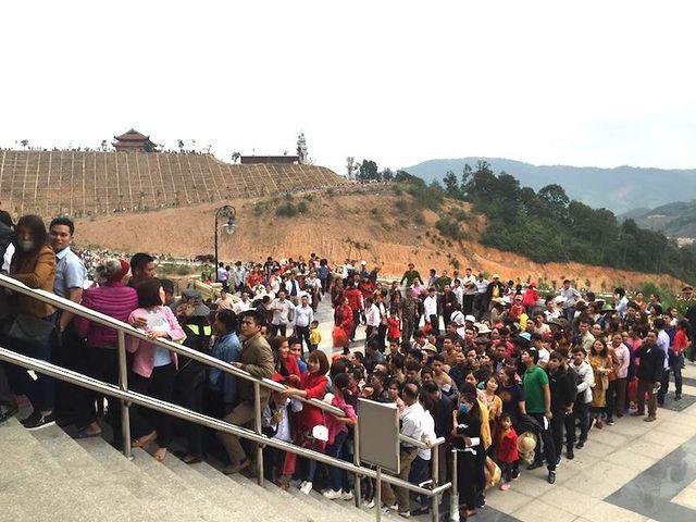 Gần 15.000 nhân dân và du khách đến khai hội, chiêm bái chùa Đồng trong ngày Lễ khai hội xuân Tây Yên Tử năm 2019 tại huyện Sơn Động (Bắc Giang).