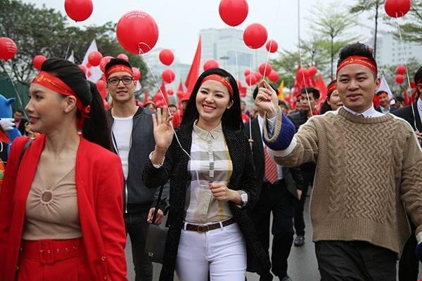 Nhiều người nổi tiếng tham gia hiến máu tình nguyện tại Lễ hội Xuân hồng lần thứ 12 sáng 23/2