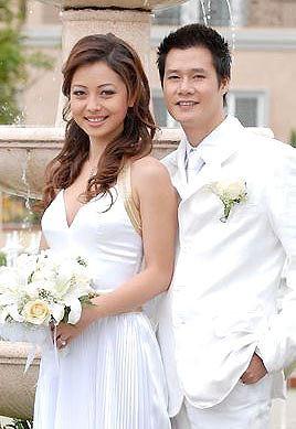Thàng 7/2007, đám cưới hạnh phúc của đôi uyên ương này đã được tổ chức tại khách sạn Sofitel Plaza (TP. HCM) với sự tham dự của tất cả người thân và bạn bè hai bên. Cuộc sống hôn nhân viên mãn khi đó của cặp đôi khiến nhiều nguời không ngớt lời khen ngợi và thầm ao ước theo.