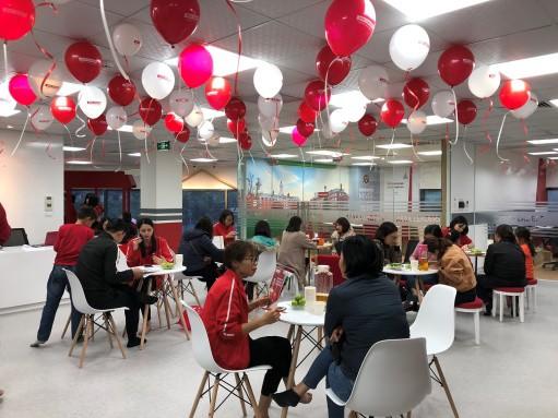 Apax Leaders xuất hiện tại Hà Nội nhận được nhiều sự quan tâm của phụ huynh và học sinh.