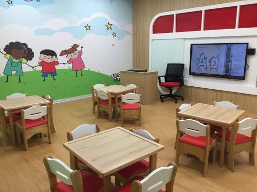 Các lớp học tại Apax Leaders đều được thiết kế thông minh với tivi cảm hứng hiện đại.