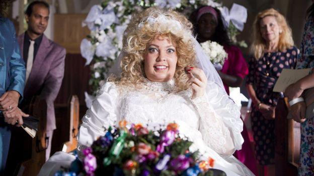 Colman đóng vai mẹ Debbie trong Người đẹp của BBC Two một năm sau đó, một câu chuyện về một cậu bé vươn lên từ vùng ngoại ô tiếng Anh của mình để điều hành một nhà mốt ở New York.