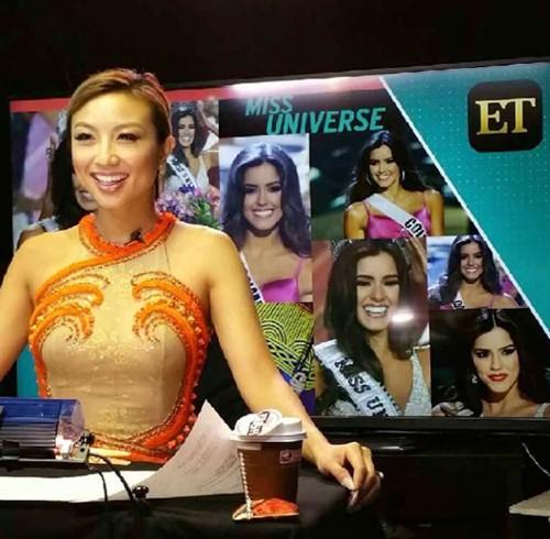 Đặc biệt, cô còn được mời làm MC hậu trường cho Miss Universe 2012 và 2013.