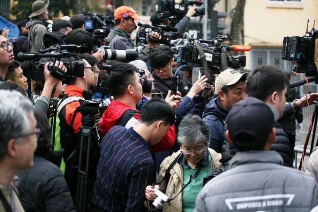 Đường phố Hà Nội những ngày này ngập tràn phóng viên đến từ các hãng thông tấn lớn của thế giới. Ảnh: PV