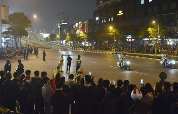 Cảnh tượng chờ đón đoàn Tổng thống tại đường Trần Duy Hưng.