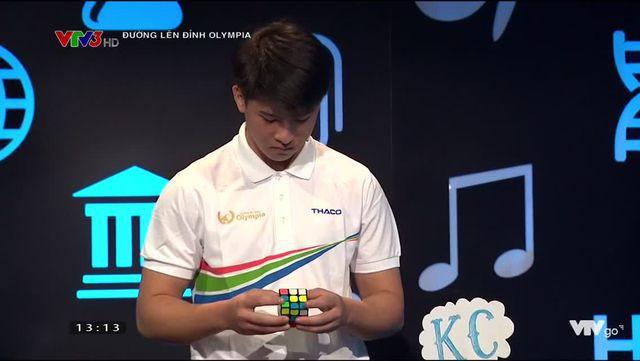 Hot boy xứ Nghệ có tài giải Rubik trong vòng 13 giây.