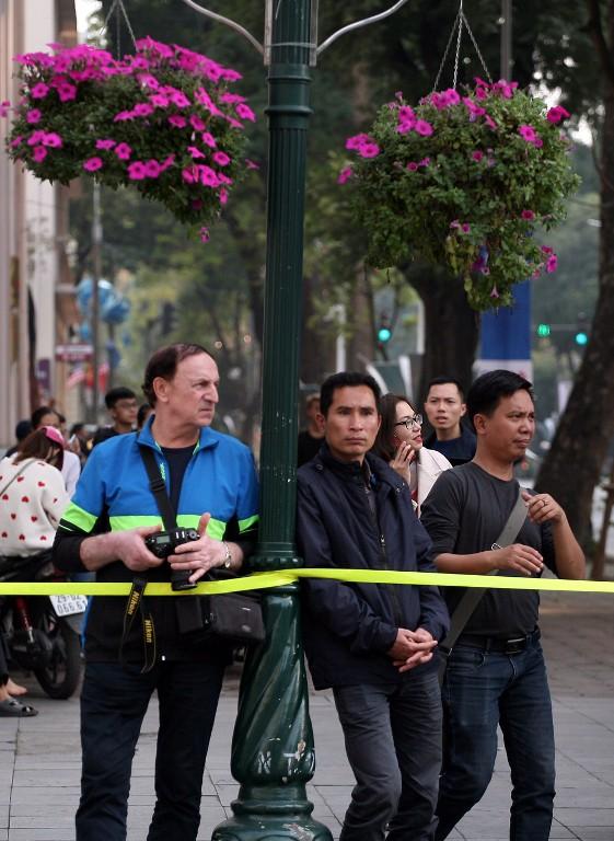 Nhiều khách du lịch ngoại quốc cũng quan tâm đến sự kiện.