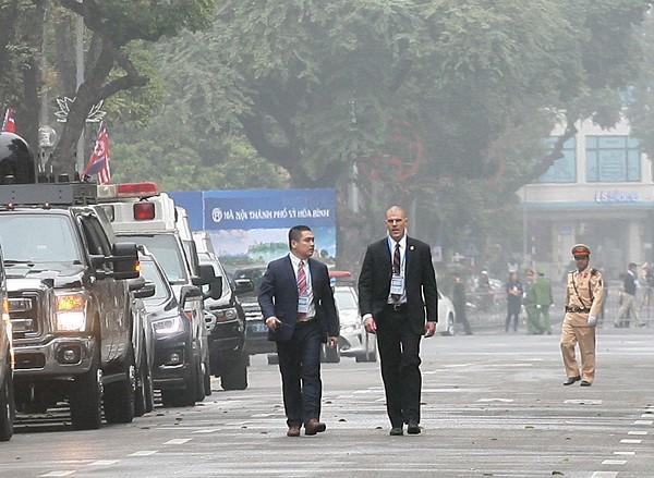Lực lượng an ninh Việt Nam kết hợp với lực lượng an ninh nước bạn bảo vệ Hội nghị.