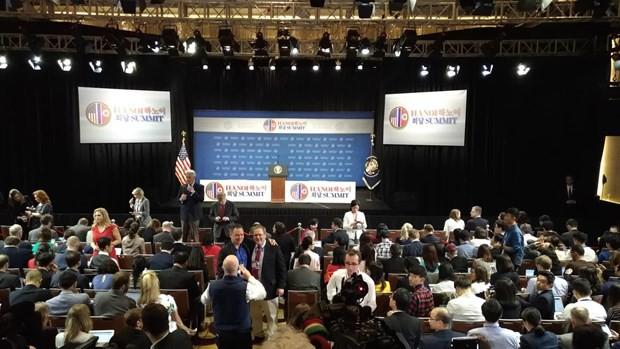 Rất đông nhà báo quốc tế tại cuộc họp báo.