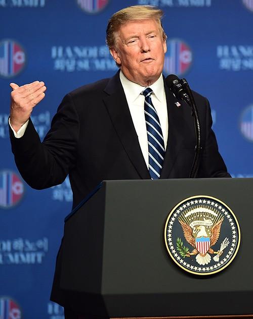 Triều Tiên muốn Mỹ dỡ bỏ toàn bộ lệnh cấm vận nhưng chúng tôi không sẵn sàng làm điều đó. Chúng tôi phải bước ra khỏi vấn đề đặc biệt này – ông Trump nói.
