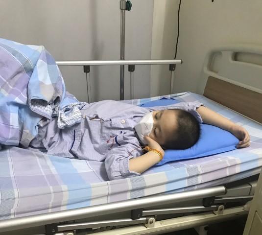 Mới 8 tuổi nhưng cháu Hoàng Tuấn Hưng đang phải chống chọi với căn bệnh ung thu máu quái ác.