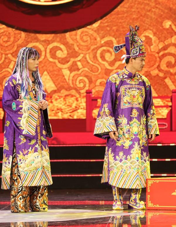Nam Tào (Xuân Bắc) và Bắc Đẩu (Công Lý) đều mặc trang phục tím nhưng vẫn có sự khác biệt rõ rệt để thể hiện tính cách của hai nhân vật.