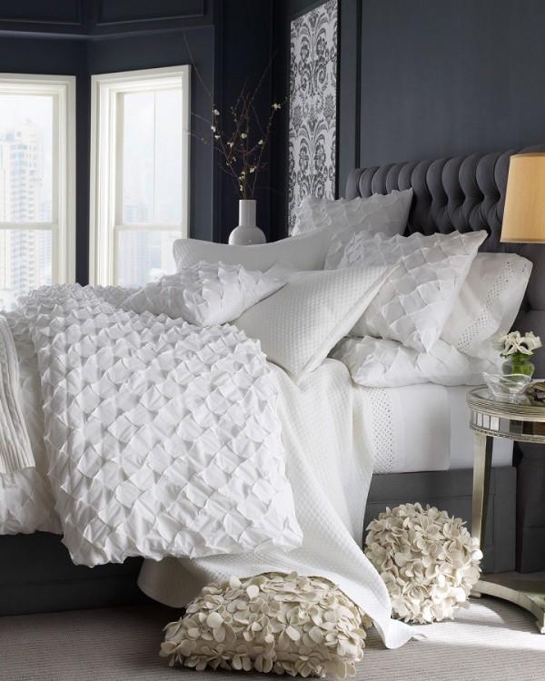 Màu xám có thể được sử dụng cho màu của nội thất chính như giường ngủ. Bạn không cần thiết dùng quá nhiều màu xám nếu không gian cần đến sự rộng thoáng và cá tính. Hãy pha trộn sắc xám với màu xanh biển để tạo nên gam màu xanh xám cho tường, giúp ánh sáng và nội thất khác đẹp sắc nét.