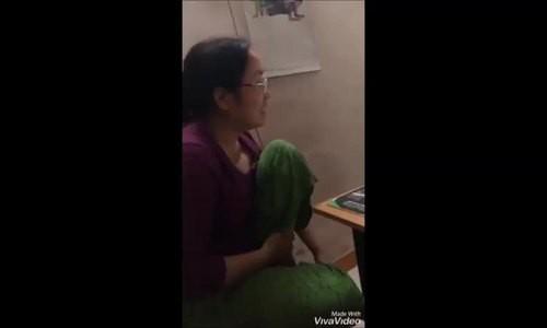 Cuộc trò chuyện của cô Lan và con trai.