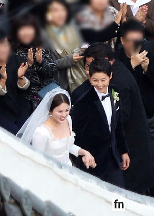 Hình ảnh đám cưới hạnh phúc của cặp đôi Song Joong Ki - Song Hye Kyo.