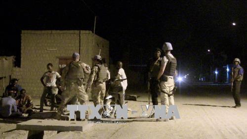 Các binh sĩ Phái bộ Gìn giữ hoà bình của LHQ tại Mali (MINUSMA) tuần tra tại thành phố Timbuktu, Mali.