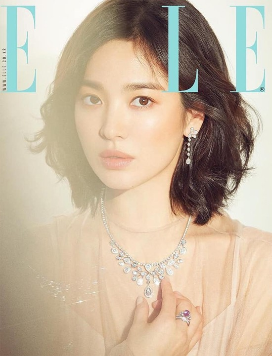 Song Hye Kyo tiết lộ, người cô ngưỡng mộ là Củng Lợi - một diễn viên dù có tuổi nhưng vẫn rất khí chất, xinh đẹp.
