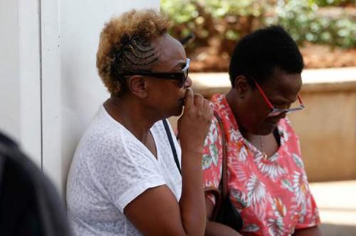 Người thân của các nạn nhân chờ đợi tại sân bay Jomo Kenyatta ở thủ đô Nairobi, Kenya. Ảnh: AFP