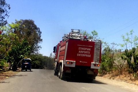 Trước đó, xe cứu hỏa liên tục xuất hiện ở hiện trường vụ tai nạn. Ảnh: Reuters.
