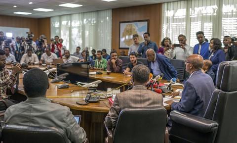 Tại thủ đô Addis Ababa của Ethiopia, một buổi họp báo cũng được tổ chức bởi giám đốc điều hành Ethiopian Airlines. Ông Gebremariam xác nhận hành khách trên chuyến bay đến từ hơn 30 nước, nhiều nhất là Kenya với 32 người. Ảnh: AP.