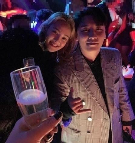 Quán bar của Seungri tiếp tục vướng ồn ào.