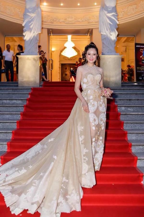Hình ảnh xinh đẹp của Hoa hậu 46 tuổi.