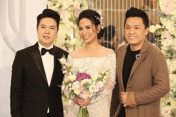 Theo Lê Hiếu chia sẻ, cô dâu tên Thu Trang, người Sài Gòn, không hoạt động trong showbiz. Cả hai tìm hiểu nhau hơn một năm mới quyết định về chung một nhà.
