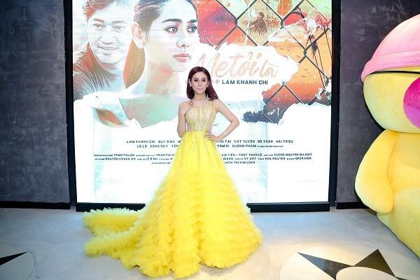 Lâm Khánh Chi rạng rỡ trong buổi ra mắt phim, cô chia sẻ đây là tâm huyết của mình, từ khi cầm kịch bản phim đến khi thực hiện đã mất 5 năm chuẩn bị.