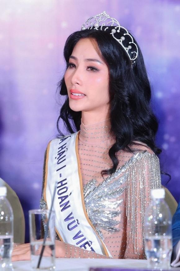 Áp lực tại Miss Universe 2019 là không hề nhỏ với những gì mà đàn chị HHen Niê đã làm được trước đó