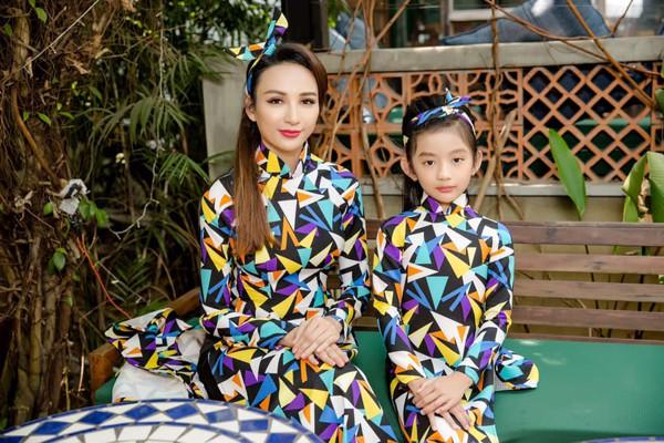 Hoa hậu Du lịch Việt Nam 2008 và con gái.