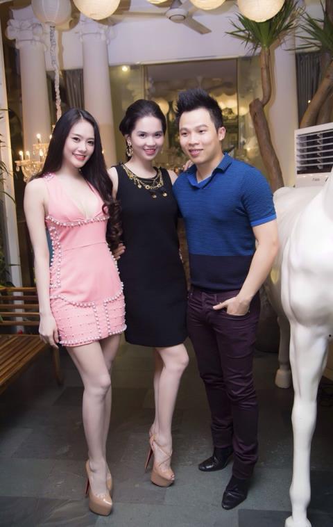 Dù không hoạt động trong công ty nữa, Linh Chi vẫn giữa được sự gắn bó với Vũ Khắc Tiệp và dàn mẫu trong công ty.