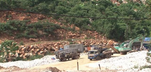 Một mỏ khai thác khoáng sản trên địa bàn huyện Quỳ Hợp.