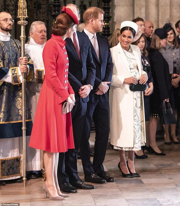 Mối quan hệ của 2 chị em dâu được chia sẻ là hoàn toàn bình thường. Đại diện của Hoàng gia Anh từng đưa ra thông báo sẽ xóa những bình luận nói xấu và bịa đặt thông tin về Kate cũng như Meghan.