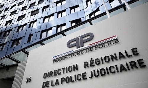 Bên ngoài trụ sử của lực lượng cảnh sát Paris