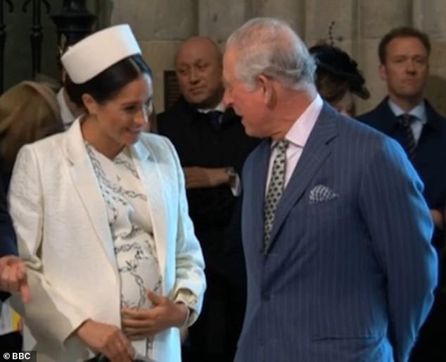 Meghan vui vẻ trò chuyện với Thái tử Charles.