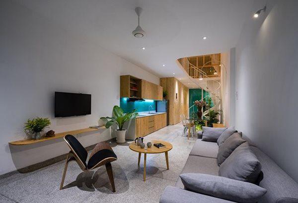 Với 7 thành viên sinh sống và diện tích không quá lớn như vậy, Less House được yêu cầu để xây dựng càng rộng càng tốt.