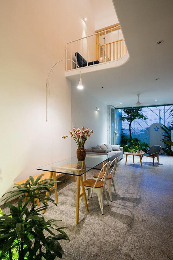Các hệ thống tường và vách ngăn được tối giản giúp không gian thoáng đãng và rộng rãi hơn.
