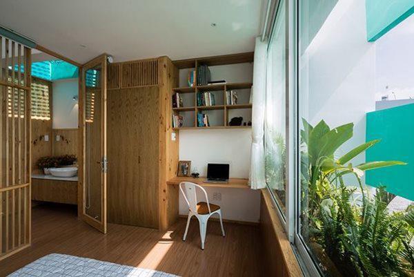 Phòng làm việc ngập tràn ánh sáng với cửa kính của Less House.