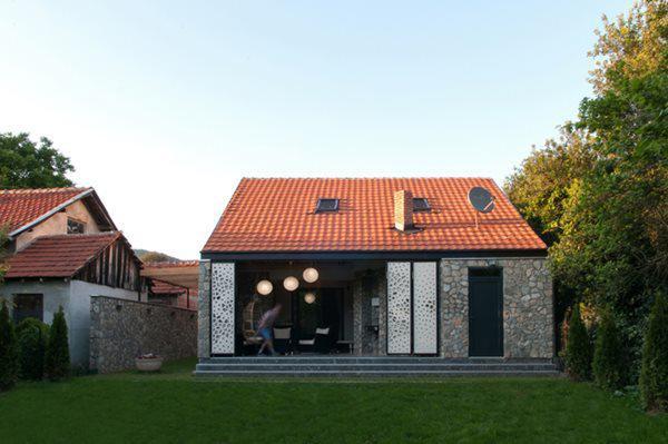Sau cải tạo, ngôi nhà mang diện mạo hoàn toàn mới.
