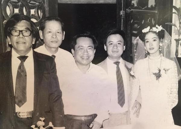 Hình ảnh quý trong đám cưới của nghệ sĩ Chiều Xuân được chị chia sẻ trên trang cá nhân. Dòng tâm sự của chị nhận được nhiều lời động viên, chúc phúc của người hâm mộ.