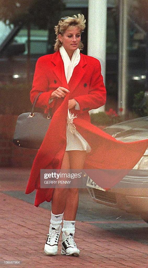 Phong cách đường phố của cô ấy hoàn toàn theo mốt thời trang hiện nay.