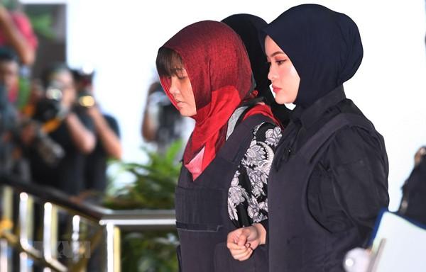Đoàn Thị Hương quá mệt mỏi và sốc trong phiên tòa sáng 14/3.