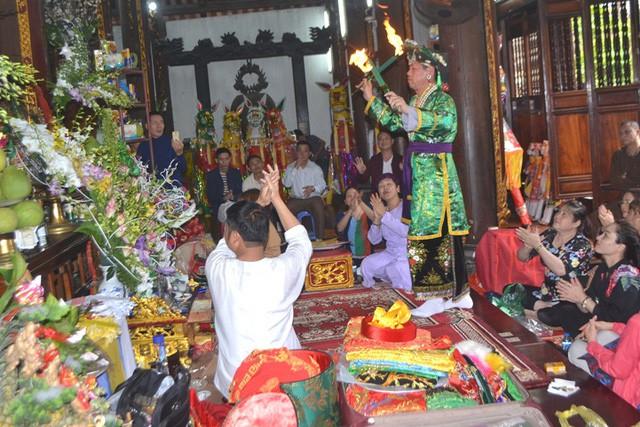 Nhiều nghi lễ , trò chơi được thực hiện trong những ngày diễn ra lễ hội. Ảnh: Đ.Tùy