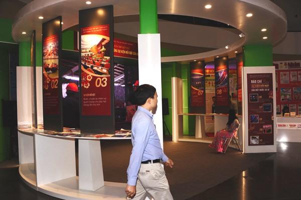 Gian trưng bày theo chuyên đề Báo chí với các sự kiện nổi bật của đất nước của Liên chi hội Nhà báo Bộ Thông tin và Truyền thông.