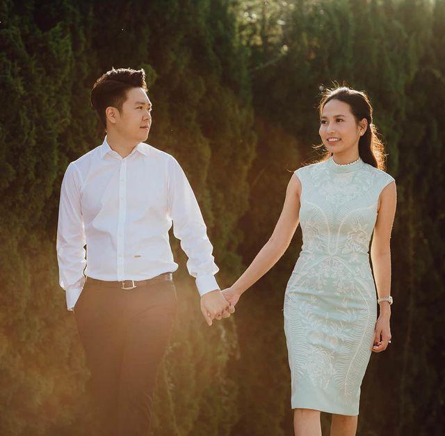 Hoàng tử hát tình ca cho biết, việc người chồng chia sẻ với vợ công việc trong gia đình rất quan trọng. Sau khi kết hôn với cô gái xinh đẹp tên Thu Trang, anh thường xuyên giúp vợ dọn dẹp nhà cửa, tưới cây...