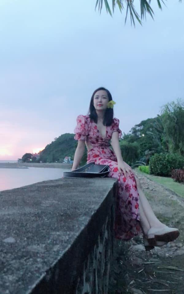 Cô gái Quảng Trị gây ấn tượng bởi giọng nói ấm áp và vẻ gợi cảm quyến rũ.