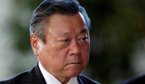 Bộ trưởng Thế vận hội Nhật Bản Yoshitaka Sakurada đã buộc phải công khai xin lỗi sau khi đến muộn ba phút trong cuộc họp. Ảnh: Reuters