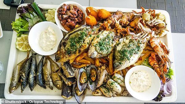 Người đàn ông bị ngộ độc thủy ngân vì ăn quá nhiều cá biển.