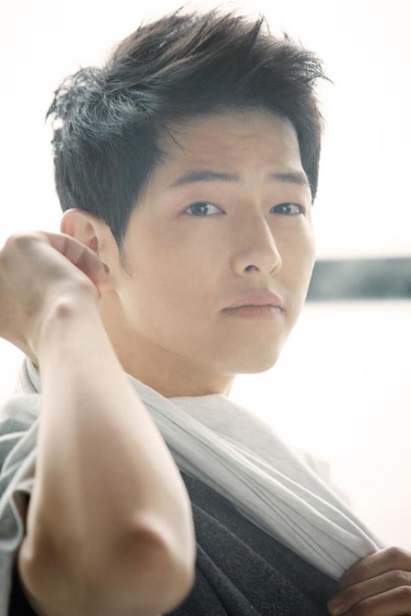 Còn Song Joong Ki thì lại nhàn nhã hơn sau khi cưới vợ.