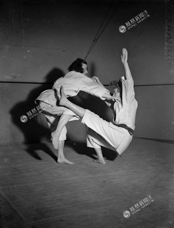 Hai cô gái luyện Judo, London